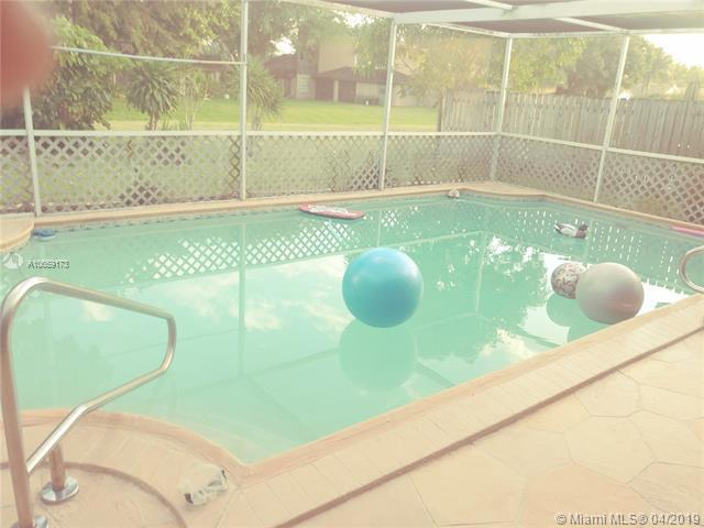 9270 NW 19th Pl, Sunrise, FL 33322 (MLS #A10659173) :: Castelli Real Estate Services