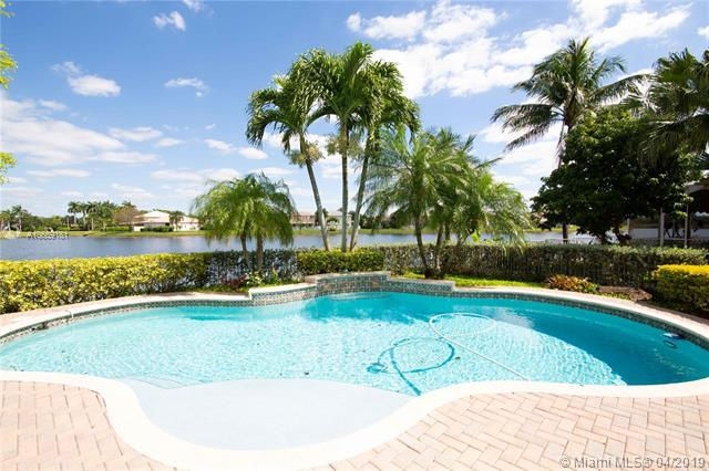 16797 SW 11 ST, Pembroke Pines, FL 33028 (MLS #A10659181) :: United Realty Group