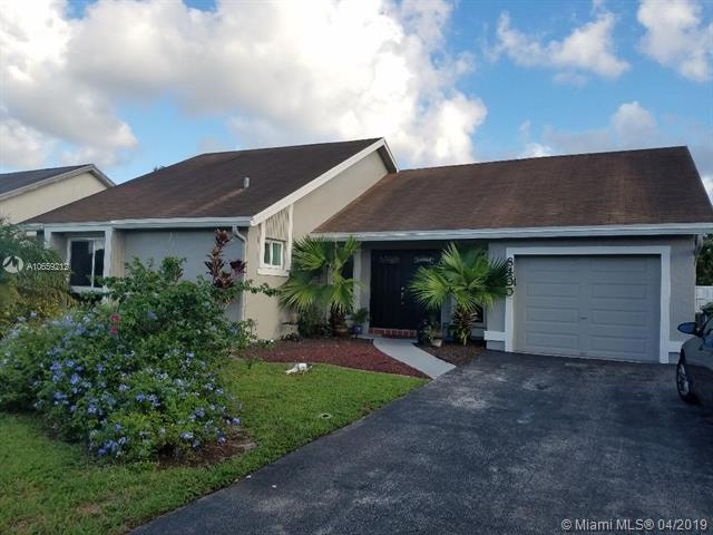8400 NW 7th St, Pembroke Pines, FL 33024 (MLS #A10659212) :: Century 21 Keystone Realty