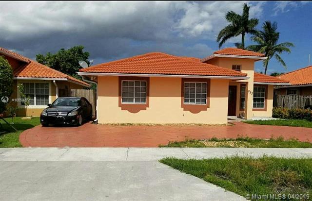 853 NW 135th Ct, Miami, FL 33182 (MLS #A10659272) :: The Paiz Group