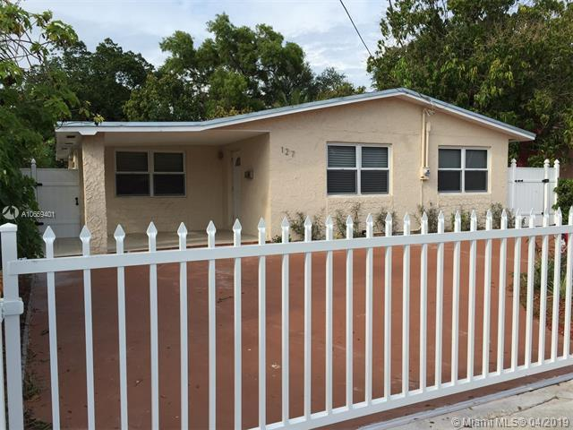 127 NW 41st St, Miami, FL 33127 (MLS #A10659401) :: The Teri Arbogast Team at Keller Williams Partners SW
