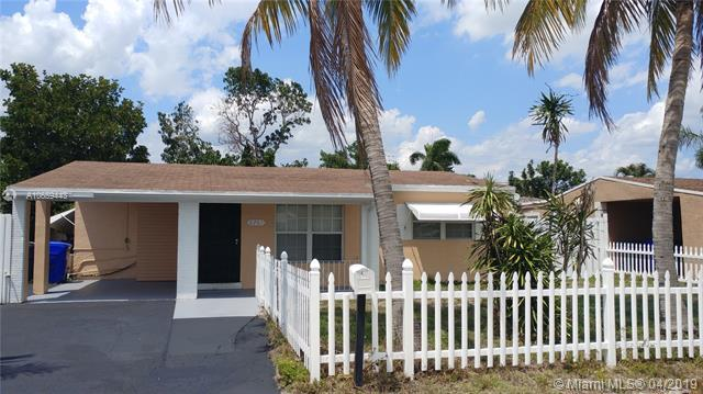 6761 Harding St, Hollywood, FL 33024 (MLS #A10659443) :: RE/MAX Presidential Real Estate Group