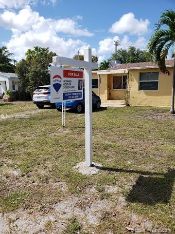2227 Thomas St, Hollywood, FL 33020 (MLS #A10659563) :: RE/MAX Presidential Real Estate Group