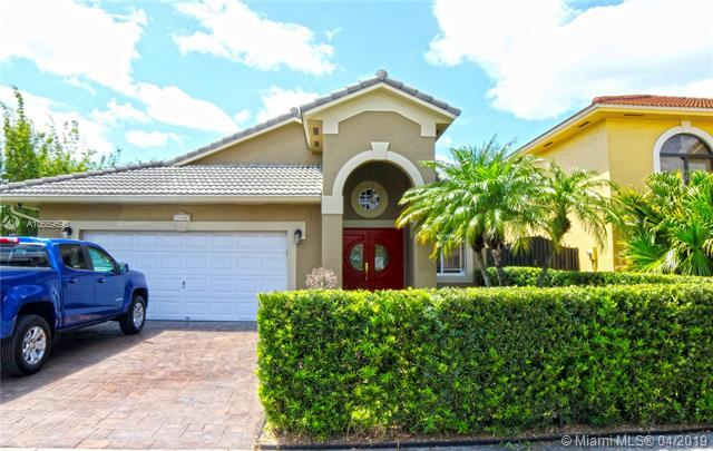 14162 NW 87th Ct, Miami Lakes, FL 33018 (MLS #A10659596) :: Albert Garcia Team