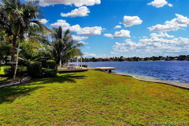 14201 SW 97 Ave, Miami, FL 33176 (MLS #A10659686) :: The Riley Smith Group