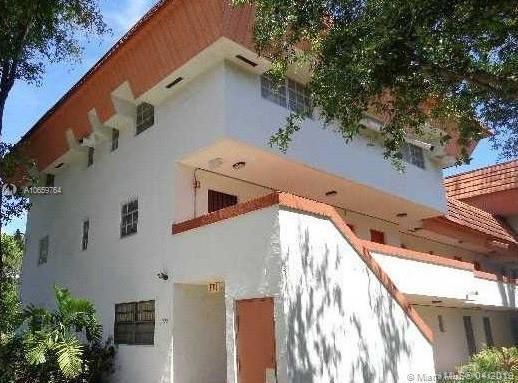 10907 N Kendall Dr #430, Miami, FL 33176 (MLS #A10659764) :: Grove Properties