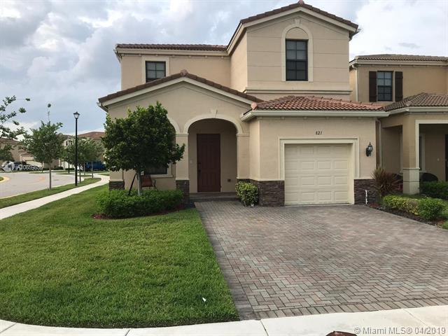 821 NE 191st St, Miami, FL 33179 (MLS #A10659838) :: The Paiz Group