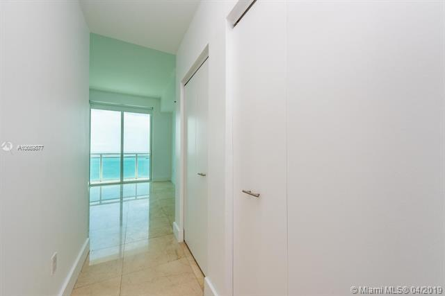 950 Brickell Bay Dr #4410, Miami, FL 33131 (MLS #A10659877) :: GK Realty Group LLC