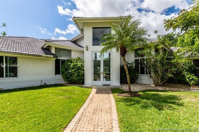 2933 Paddock Ln, Weston, FL 33331 (MLS #A10659880) :: The Riley Smith Group
