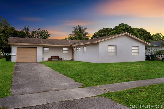 4401 NW 14th St, Lauderhill, FL 33313 (MLS #A10659993) :: Laurie Finkelstein Reader Team