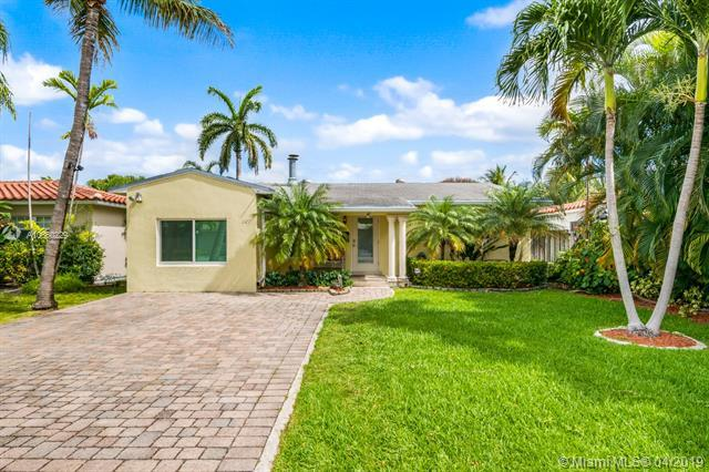 1127 Lincoln St, Hollywood, FL 33019 (MLS #A10660229) :: The Paiz Group