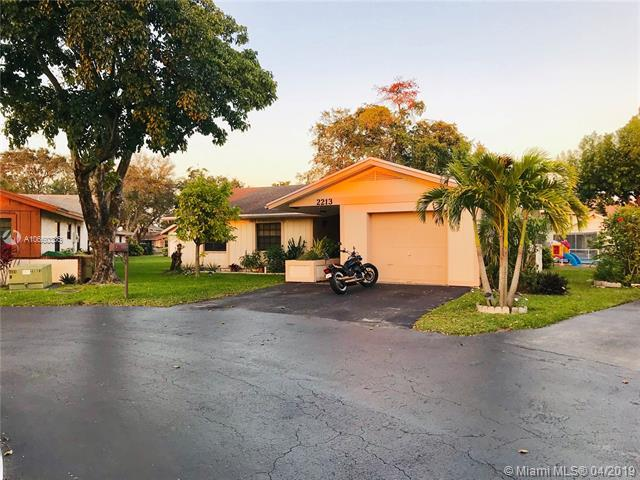 2213 E Nova Village Dr, Davie, FL 33317 (MLS #A10660336) :: Castelli Real Estate Services