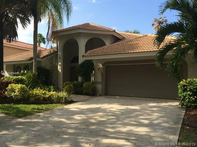 901 Lakewood Ct, Weston, FL 33326 (MLS #A10660659) :: The Teri Arbogast Team at Keller Williams Partners SW