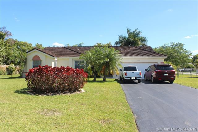 1550 NW 17th St, Homestead, FL 33030 (#A10660758) :: Dalton Wade