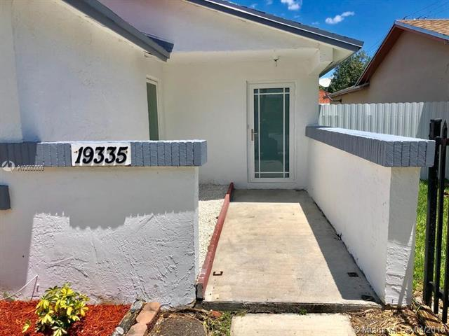 19335 SW 120th Ave, Miami, FL 33177 (MLS #A10660866) :: The Riley Smith Group