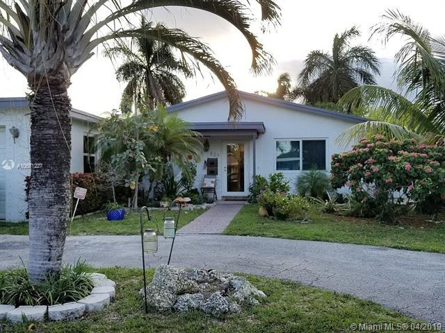 829 NW 10th Ave, Dania Beach, FL 33004 (MLS #A10661227) :: The Brickell Scoop