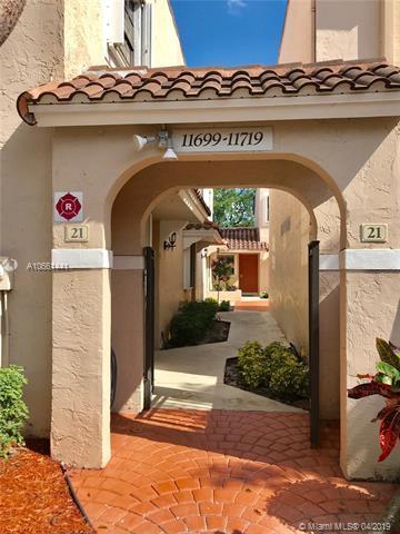11703 NW 11th St, Pembroke Pines, FL 33026 (MLS #A10661441) :: The Teri Arbogast Team at Keller Williams Partners SW