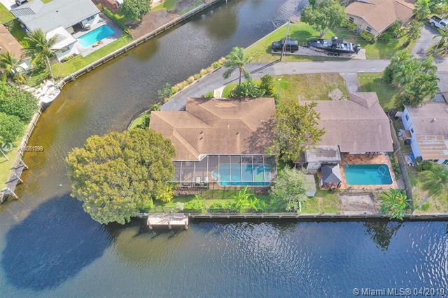 1918 NW 36th Ct, Oakland Park, FL 33309 (MLS #A10661599) :: The Paiz Group