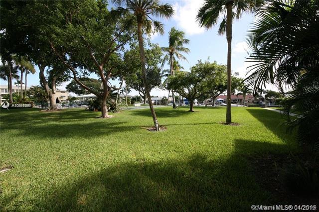 1100 SW 12th St #200, Fort Lauderdale, FL 33315 (MLS #A10661999) :: The Paiz Group