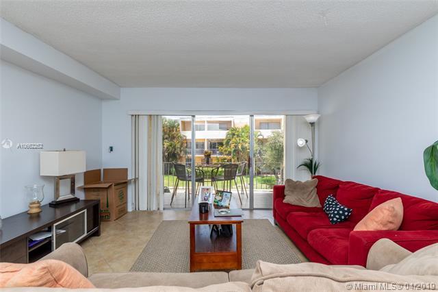 9369 Fontainebleau Blvd J222, Miami, FL 33172 (MLS #A10662252) :: The Paiz Group