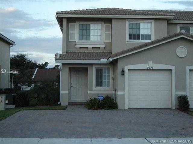 9099 Chambers St, Tamarac, FL 33321 (MLS #A10662309) :: Green Realty Properties