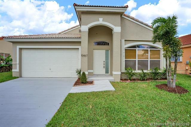 10467 SW 16th St, Pembroke Pines, FL 33025 (MLS #A10662313) :: Laurie Finkelstein Reader Team