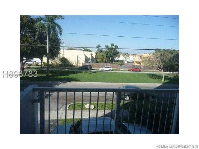 North Miami, FL 33181 :: United Realty Group