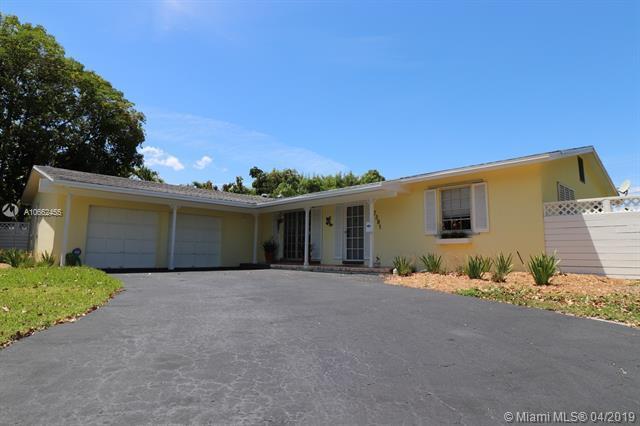 7381 SW 116th St, Pinecrest, FL 33156 (MLS #A10662455) :: The Paiz Group