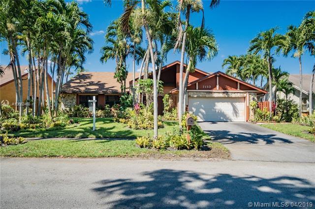 7133 NW 49th Pl, Lauderhill, FL 33319 (MLS #A10662468) :: Green Realty Properties