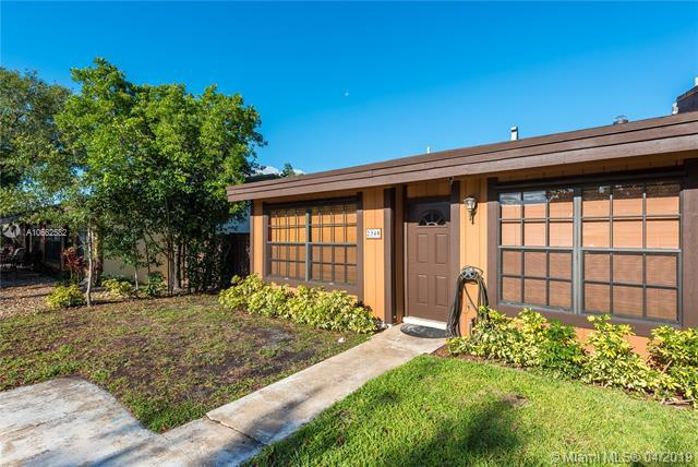 2340 Evergreen Ct, Pembroke Pines, FL 33026 (MLS #A10662582) :: United Realty Group