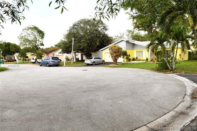 2325 NW 98Ter, Coral Springs, FL 33065 (MLS #A10662708) :: RE/MAX Presidential Real Estate Group