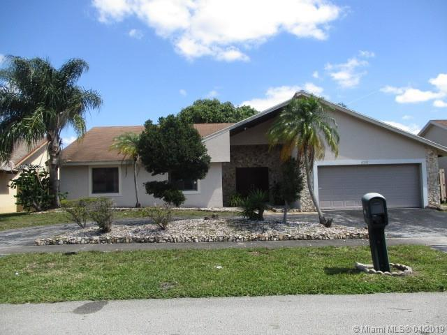 8241 NW 52nd Ct, Lauderhill, FL 33351 (MLS #A10662836) :: The Paiz Group