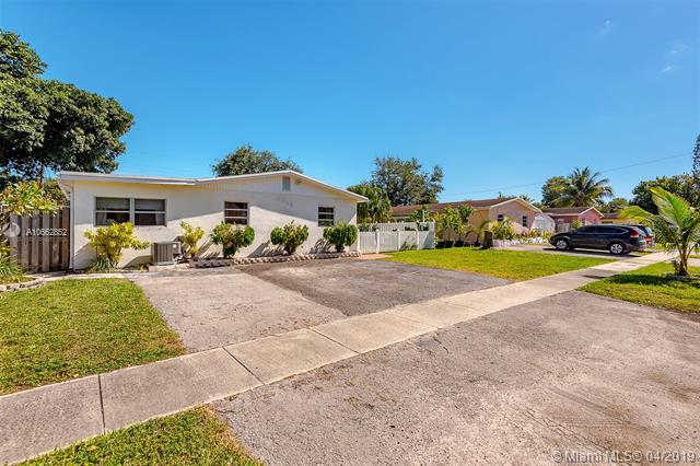 6341 Moseley St, Hollywood, FL 33024 (MLS #A10662852) :: United Realty Group