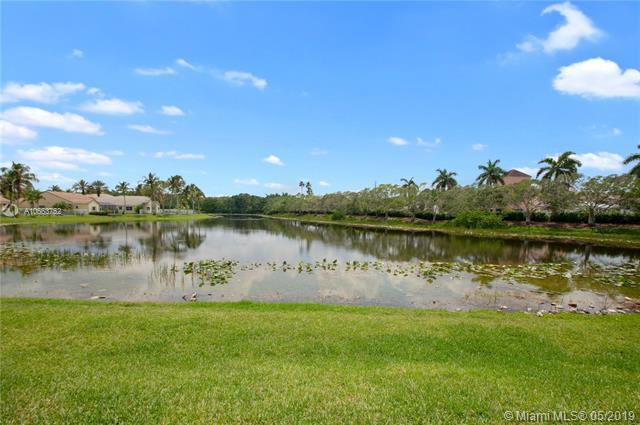 551 Carrington Ln, Weston, FL 33326 (MLS #A10663752) :: RE/MAX Presidential Real Estate Group