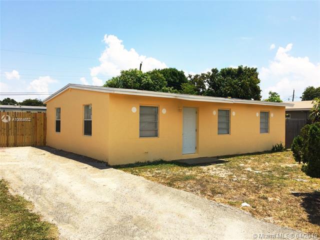 1564 NW 5th Ave, Pompano Beach, FL 33060 (MLS #A10664652) :: The Paiz Group