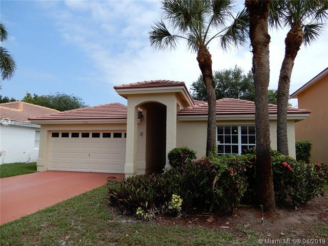 1562 S Club Dr, Wellington, FL 33414 (MLS #A10664985) :: Green Realty Properties