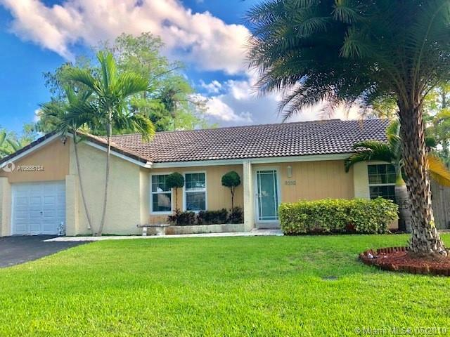 8992 W Shadow Wood Blvd, Coral Springs, FL 33071 (MLS #A10666134) :: Grove Properties