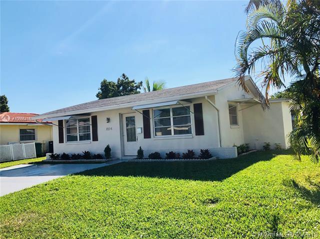 7014 NW 58th Ct, Tamarac, FL 33321 (MLS #A10666416) :: Green Realty Properties
