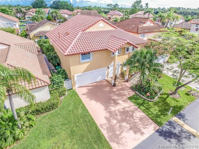 10355 NW 46th Ter, Doral, FL 33178 (MLS #A10666586) :: The Jack Coden Group