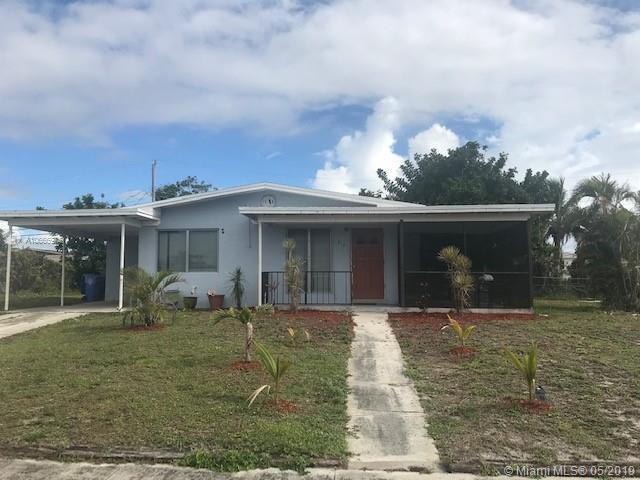 917 W Central St, Lantana, FL 33462 (MLS #A10666975) :: RE/MAX Presidential Real Estate Group