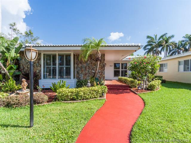 1047 Hollywood Blvd, Hollywood, FL 33019 (MLS #A10667237) :: Grove Properties