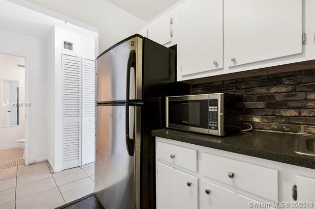 4043 NW 16th St #104, Lauderhill, FL 33313 (MLS #A10667435) :: The Riley Smith Group