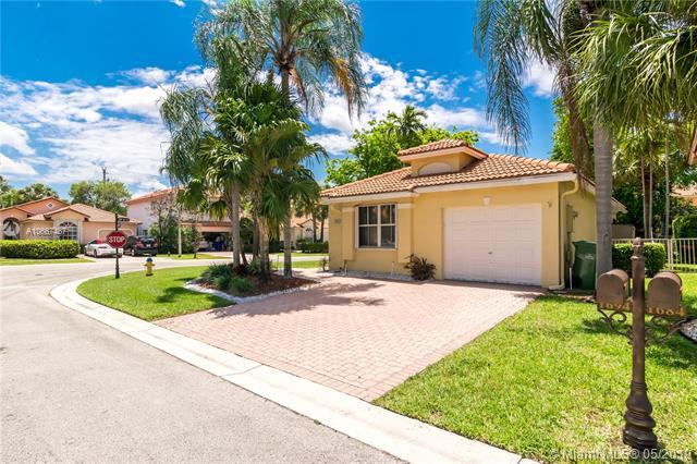 1694 SW 158th Terrace, Pembroke Pines, FL 33027 (MLS #A10667487) :: Grove Properties