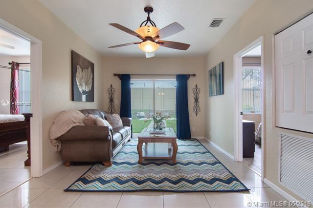1573 NW 7th Ln, Pompano Beach, FL 33060 (MLS #A10667488) :: Grove Properties
