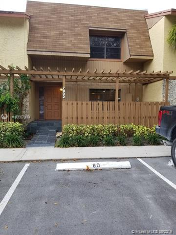 7992 NW 12th St, Plantation, FL 33322 (MLS #A10667909) :: RE/MAX Presidential Real Estate Group