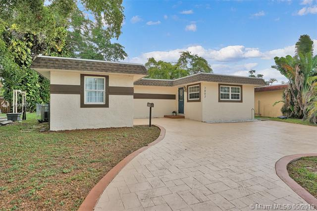7802 NW 73rd Ter, Tamarac, FL 33321 (MLS #A10668004) :: RE/MAX Presidential Real Estate Group