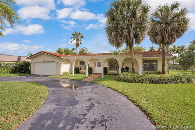 620 Lake Dasha Cir, Plantation, FL 33324 (MLS #A10668137) :: Green Realty Properties