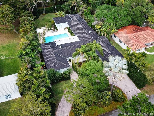 7900 Altamira St, Coral Gables, FL 33143 (MLS #A10668301) :: The Maria Murdock Group