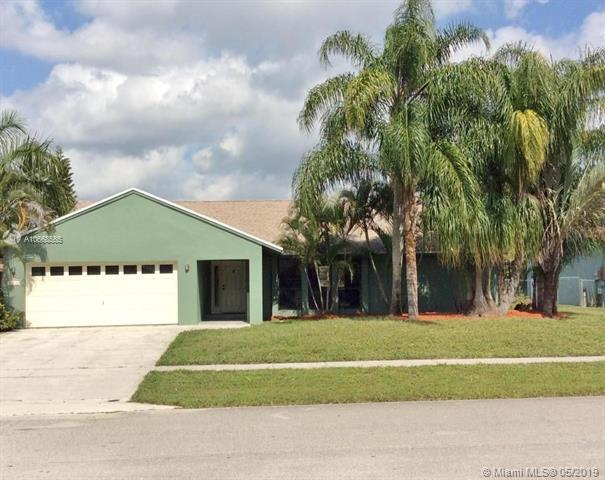 138 Bilbao St, Royal Palm Beach, FL 33411 (MLS #A10668565) :: The Paiz Group