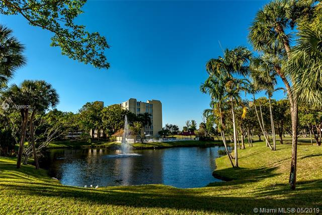 6911 Environ Blvd 3M, Lauderhill, FL 33319 (MLS #A10669126) :: The Teri Arbogast Team at Keller Williams Partners SW